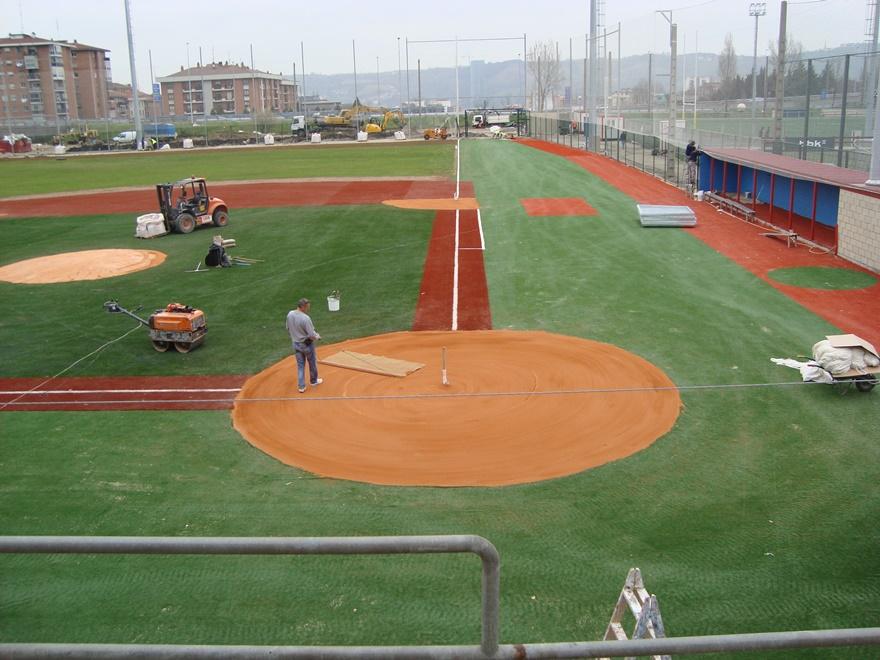 construccion campo de sofbol y beisbol con tierra batida celabasa y cesped