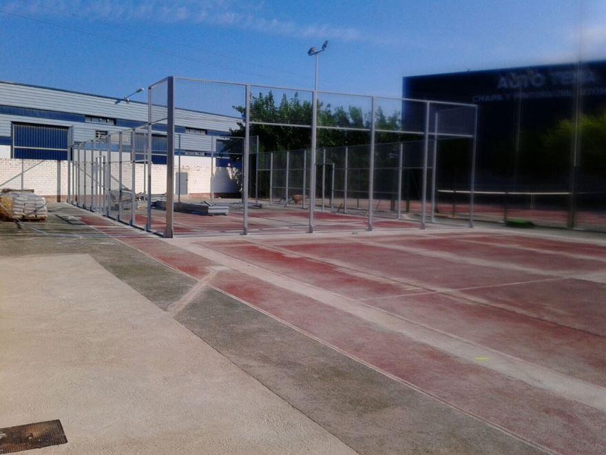 construccion pista de padel sobre pista de tenis de hormigon