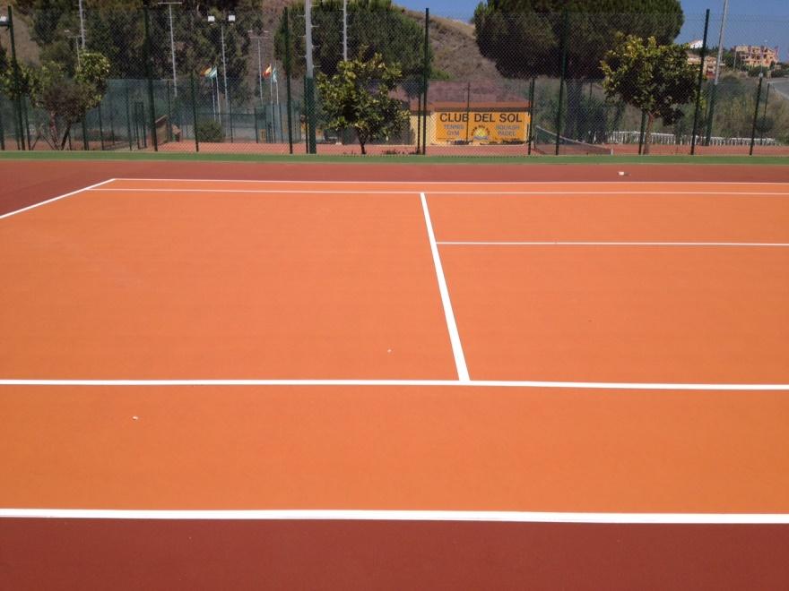 pista de tenis de resina naranja celabasa