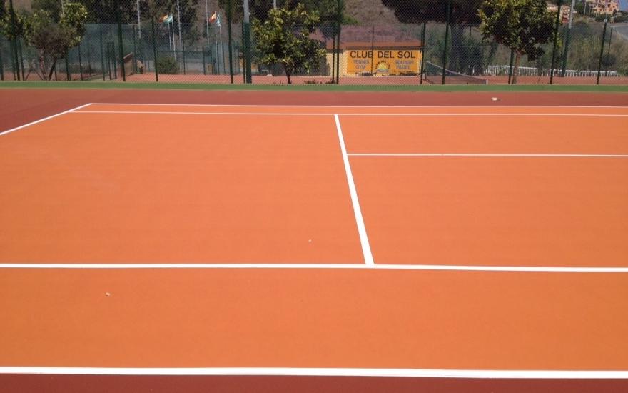 pista-tenis-resina-naranja-celabasa