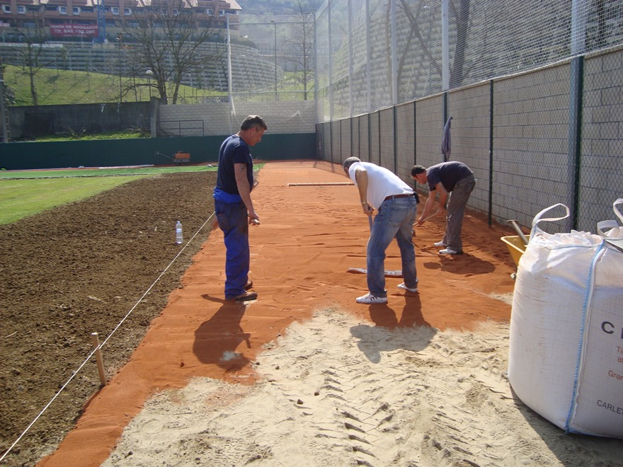 construccion campo beisbol y sofbol con tierra batida celabasa