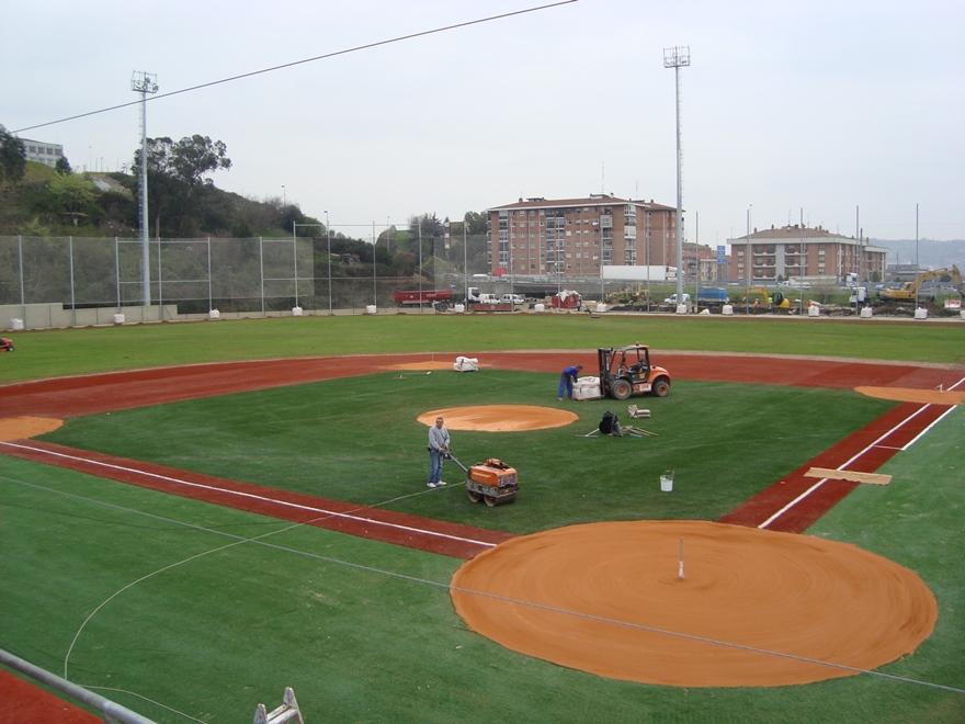 construccion campo beisbol de cesped artificial y tierra batida celabasa