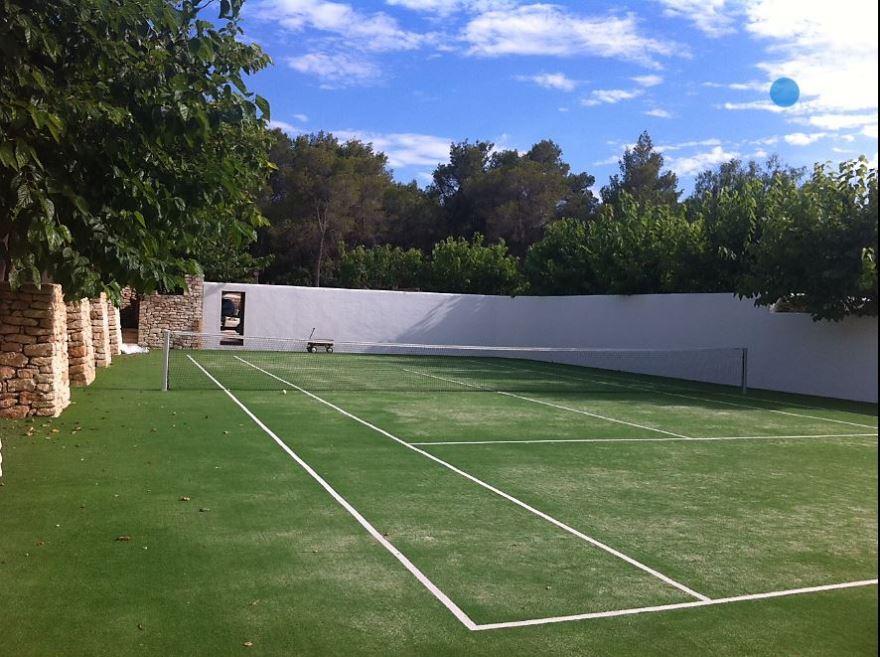 pista de tenis de césped artificial celabasa