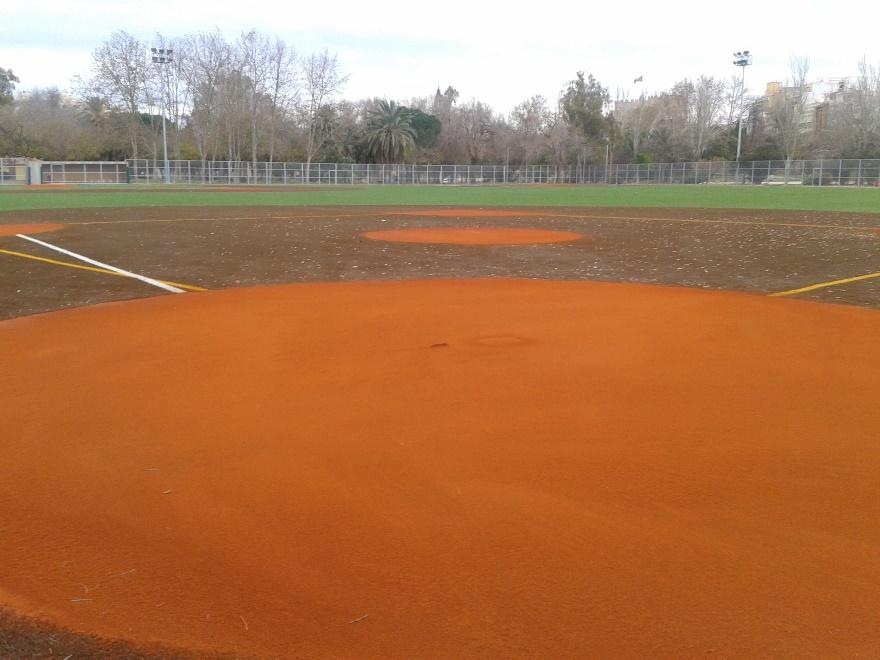 reparacion campo de beisbol con tierra batida celabasa