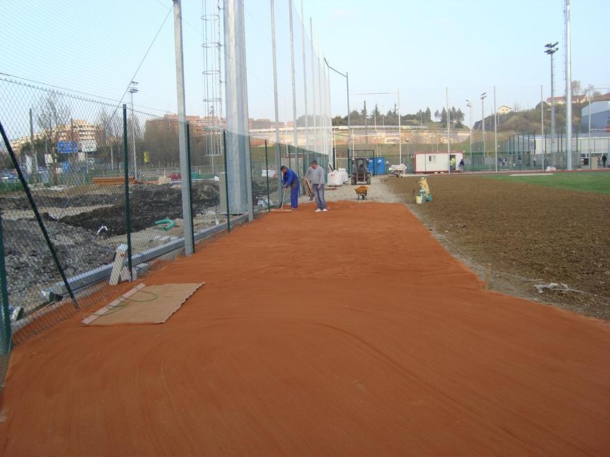construccion campo beisbol cesped y tierra batida