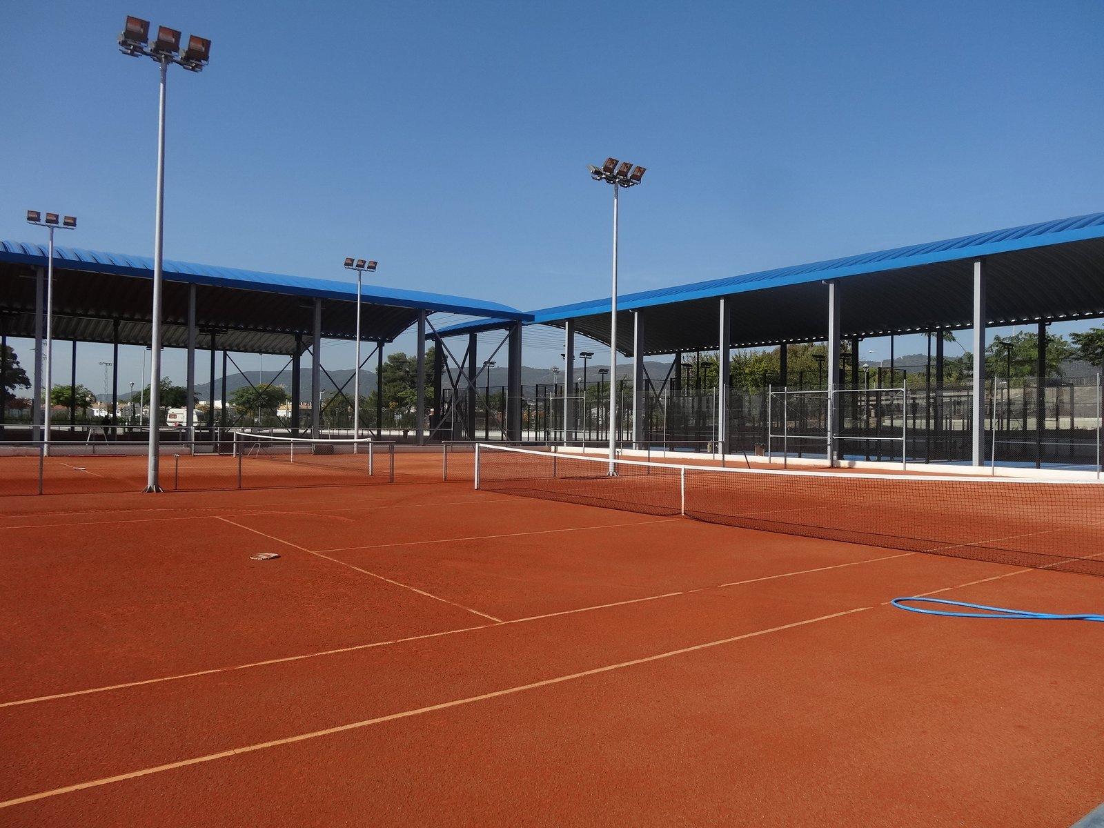 pista-tenis-tierra batida-cubierta-construccion